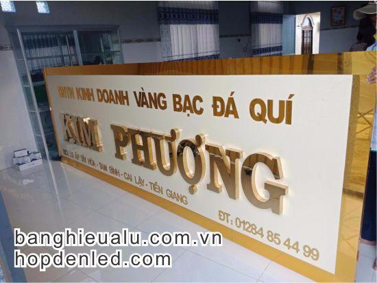 bảng quảng cáo chữ inox vàng gương